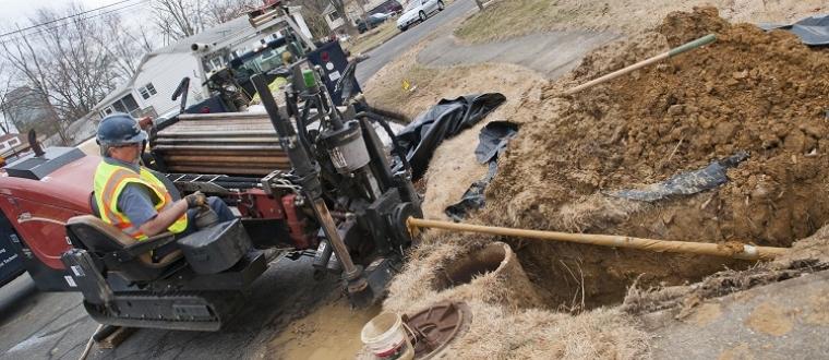 Бестраншейная прокладка в земле труб водопровода, инженерных сетей, оптического кабеля и других коммуникаций в стесненных условиях, где нет возможности применять землеройную технику