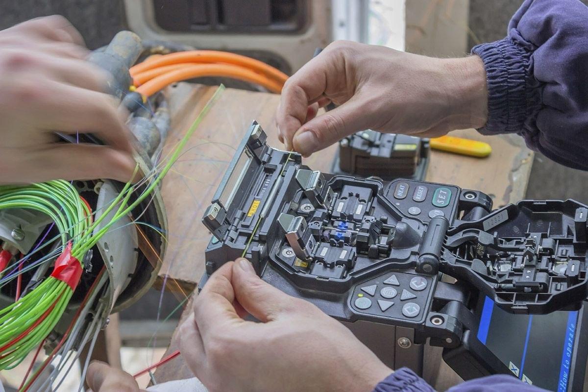 Монтаж оптических муфт и кроссовых шкафов, проведение измерений ВОЛС